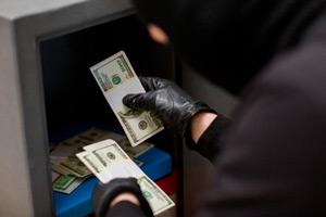 Случай 4. Проверка на полиграфе подозреваемых по хищению денег в банке.